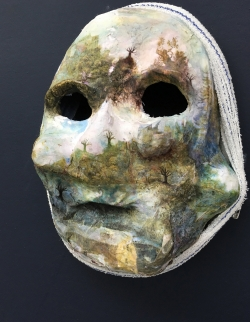mocquet-masque-02-web-bdf842bc00a0c4bf9ec1c8907e715d74
