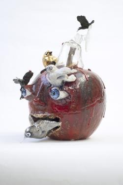 mocquet-pomme-au-verre-2021-36x28x28cm-gres-emaille-lustre-or-et-platine-oeil-de-verre-verrethibault-hazelzet-web-6273012b1d9ab9138b30a96cf7d85a76